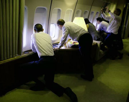 Obama guarda Cuba dall'interno dell'Air Force One